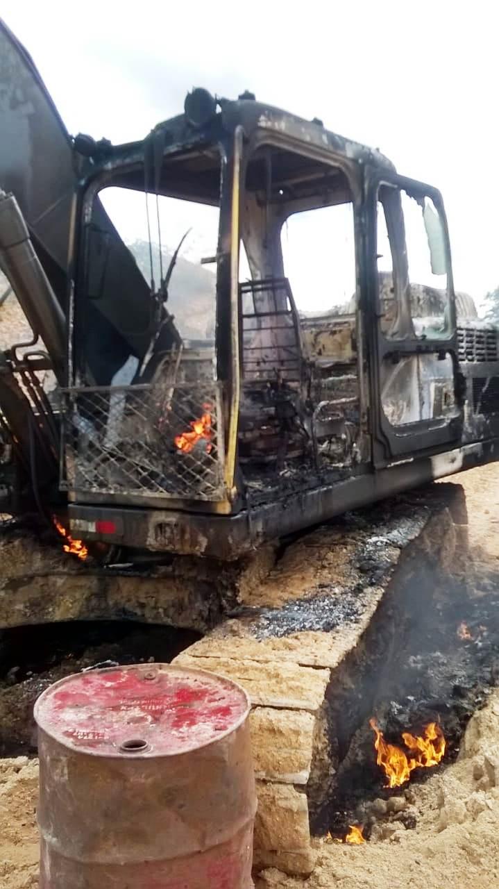 maquinário queimado pelo ibama juruena (1)