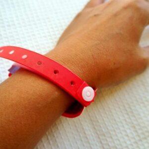 Prefeito determina por Decreto que pacientes com Covid usem pulseira vermelha