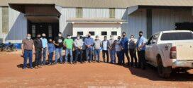 Visando a implantação de indústrias em Paranaíta, Prefeito Osmar e comitiva visitam instalações de Fecularia em Santiago do Norte