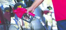 Bolsonaro assina MP e postos de bandeira poderão vender gasolina genérica
