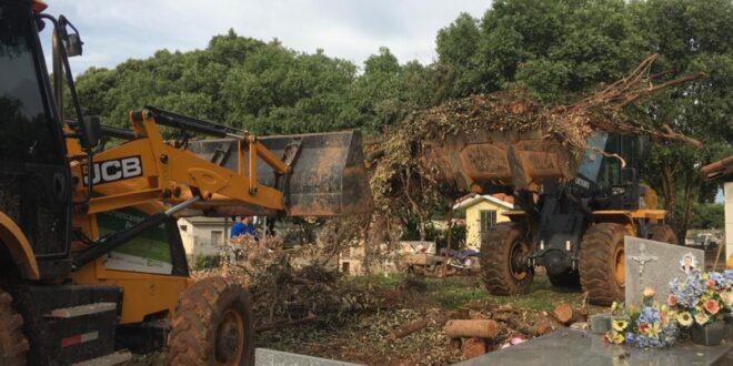 Alta Floresta: Prefeitura promoveu força tarefa para limpeza no Cemitério Municipal
